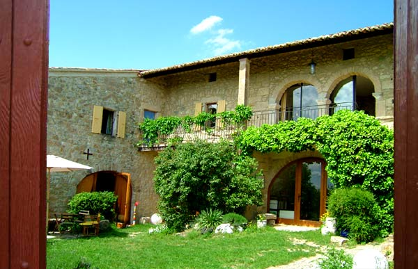 Mas La Colline  -  Maison d'hotes et Table d'hotes - Ferienwohnung - Ferienhaus - Hostel - Bed and Breakfast - Ardeche - Provence - France - South of France - Sudfrankreich - ferienhaus, ferienwohnung, s�dfrankreich, provence, ferien, vacances, sud, france, appartement, �bernachtung, hostel, appartements, provence, interhome, holidayhome, ferienhaus, location, logement, ferienwohnung, unterkunft, s�dfrankreich, south, �bernachtung, mas, colline, avignon, ardeche, s�dfrankreich, provence, bed, breakfast, south, france, midi, holidays, chambres, hotes, appartements, louer, maison de vacances, provence,